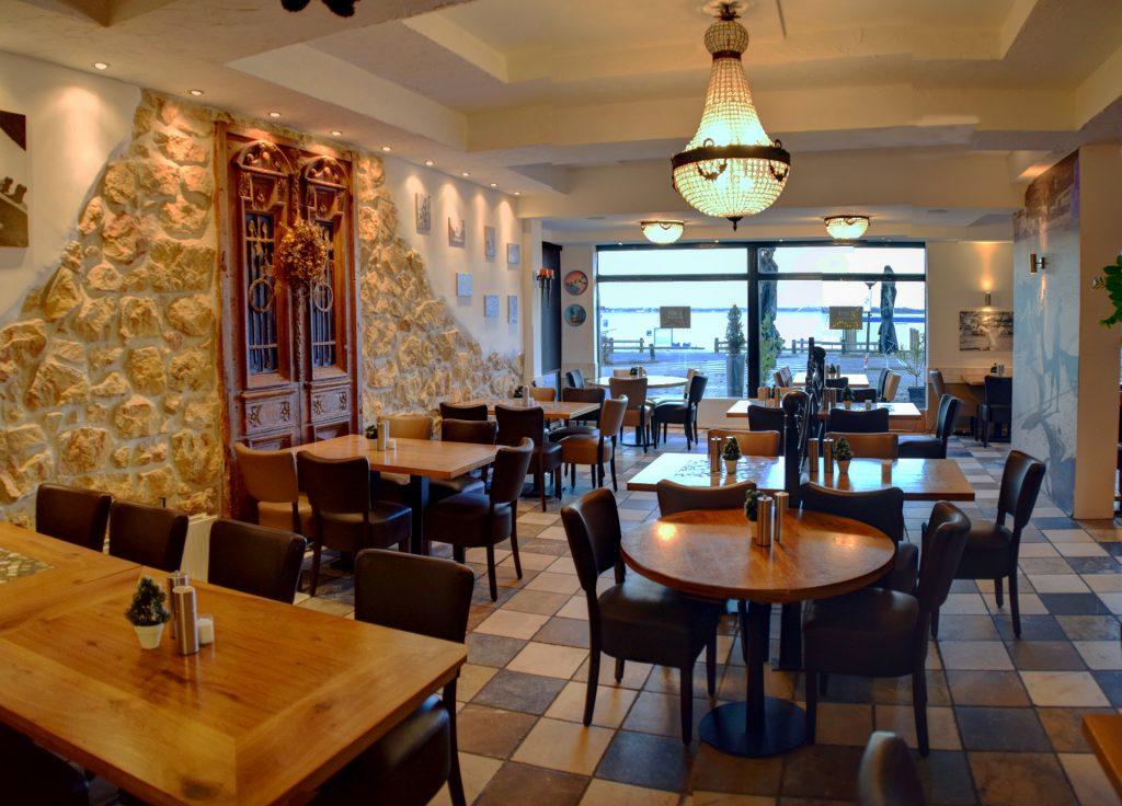 Eten met uitzicht op Gooimeer bij Grieks Restaurant El Greco Huizen