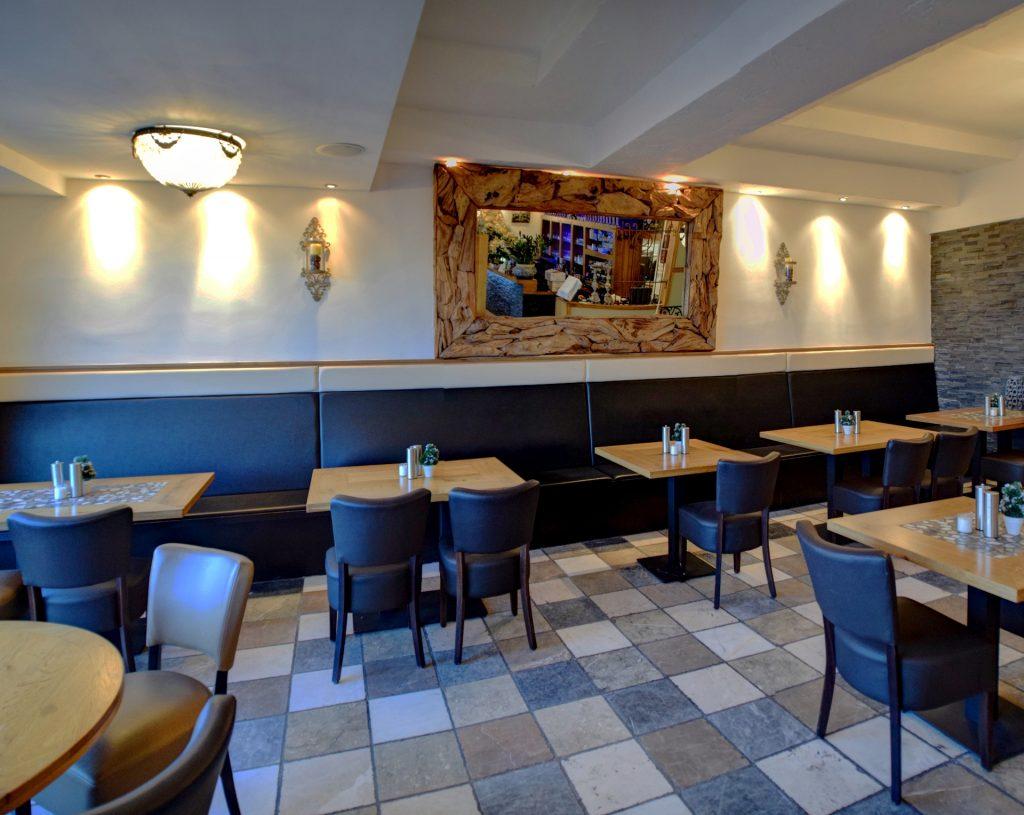 De spiegel van Grieks Restaurant El Greco Huizen